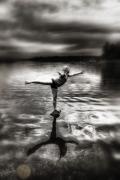 dances on water